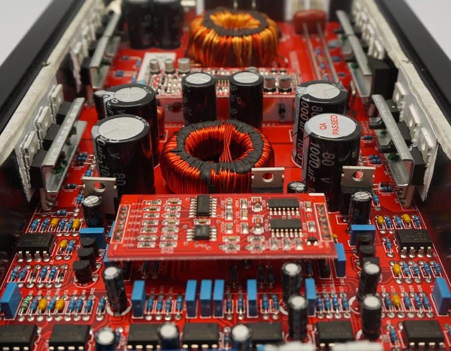 Avtoojačevalec ZAPCO ST-850XM II (1-kanalni)